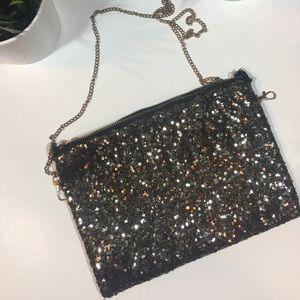 Handbags - 🌻 Gold and black clutch purse🌻